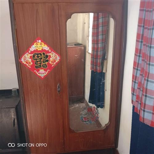 低价处理二手家具:大衣柜,五斗柜,床头柜,高低床,衣柜,办公桌,藤沙发,棉被柜,箱柜,食品柜,书柜,...