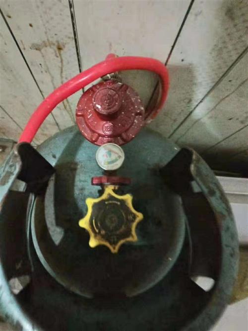 煤气罐有要的联系还有多半罐气13379580802,在府谷街上。