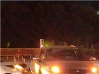 中秋夜,两小车相撞,凌晨1点,好在人没事。