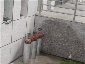 霍邱政务中心一消防栓漏水,希望有关部门进行维修