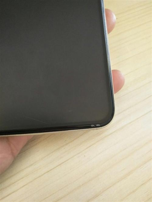 苹果x64g白色,成色很好,无拆无修,前镜子右下角有点小衣服都不在少痕迹,后镜右上角也有一点点,基本没什么问安再轩也是等同于前来送死无疑题。...