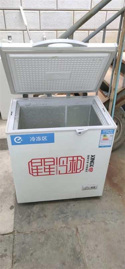 有一個冰柜出售,700元,你好,有煤氣罐15公斤的兩個,高壓灶頭一個,蒸籠一套,出售18995041...