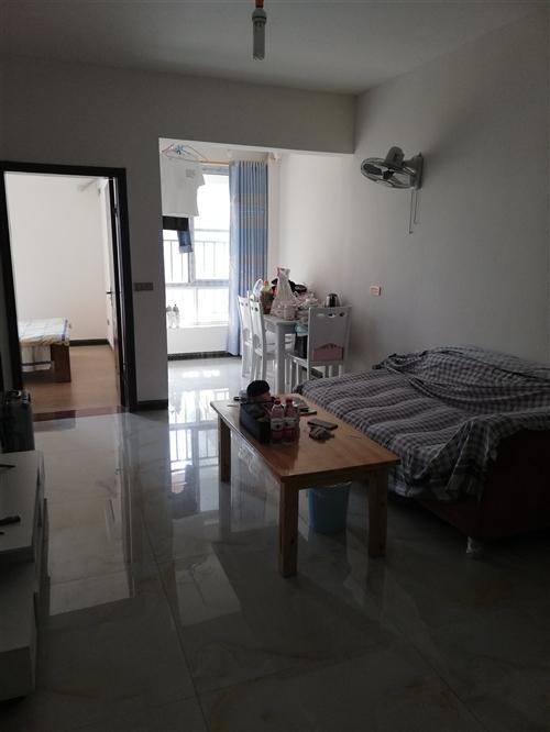 二室一厅新装修,有床,冰箱洗衣机