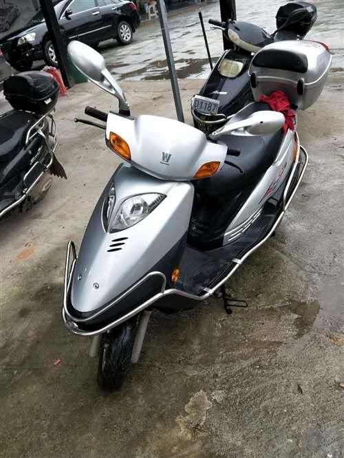 求购女士踏板摩托车,年限2至3年,品牌是本田,或者是铃本的,价格3000元左右,车况好。非诚勿扰,谢...