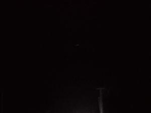 天黑了灯还未亮起来