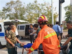 汽车肇事消防员现场救援