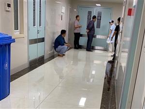 重症监护室的老兵带病看阅兵
