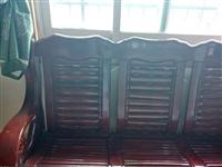 木質家具,質量很好的,家太小,不需要太多家具。150元。自提