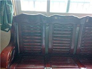 木质家具,质量很好的,家太小,不需要太多家具。150元。自提