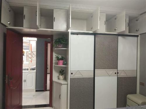房屋出售:有一套兩室的房子,純南采光,明廚明衛,,價格面議,有意向者致電咨詢