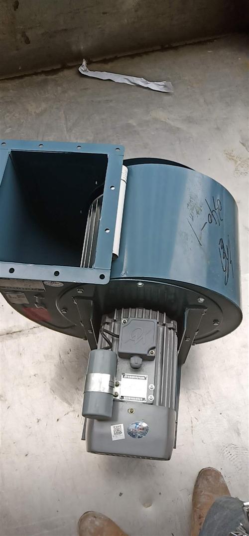 本人出售三台二手油烟机风机分别是2.2千瓦,3千瓦,5.5千瓦。价格面议