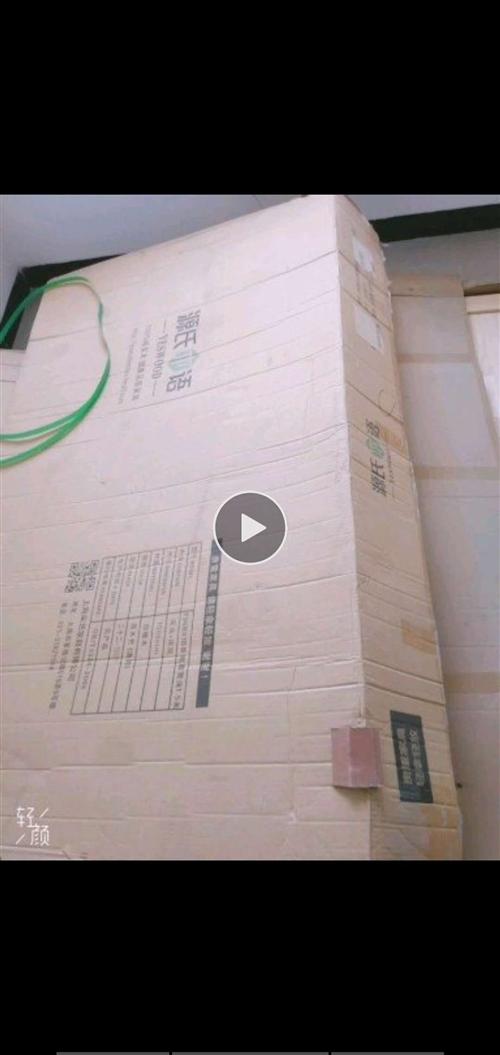 去年在源氏木語旗艦店購買的純實木床,這家店的家具都是純實木,以貼近大自然,無甲醛公害為優勢!設計簡單...