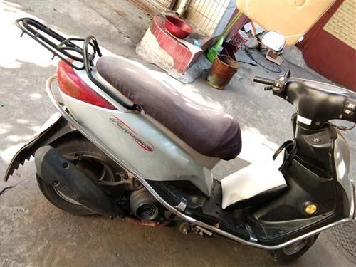雅马哈丽鹰100小踏板摩托  天冷不用了吃灰中  新旧程度自定义  现在正常骑行中 灯 表 喇叭 发...