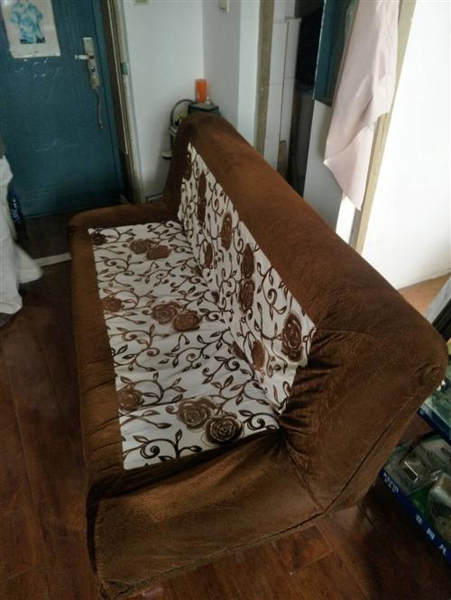 折叠沙发9成新没怎么用,还有老式冰箱和电视给点钱就拿走