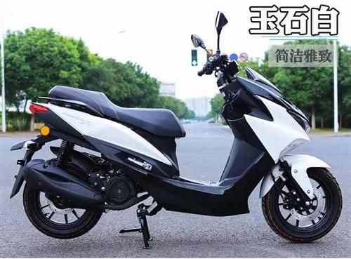 出售2019年今年6月份上户的9.9新鸿图霸气摩托车,户上好了,无磕碰,无违章,原价5600元买的,...