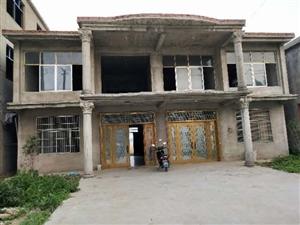 急售,在�S�X�附近前林�r村有一��房屋加宅基地出售,宅基地八分左右, 房屋����560平米,可建前后院...