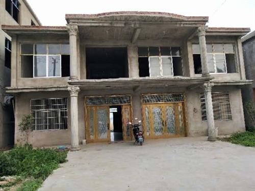 急售,在黃嶺鎮附近前林農村有一棟房屋加宅基地出售,宅基地八分左右, 房屋兩層樓560平米,可建前后院...