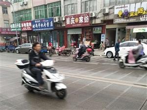 新县新集路有人恶意霸占公共停车位