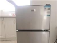 #冰箱、双门小冰箱118L、冷藏冷冻两用、9.9新、就夏天用了一段时间放水果和雪糕了、包装都还在!联...