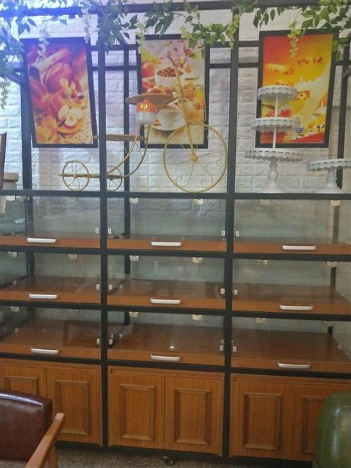 有一批蛋糕展柜低价出售,8成新,需要的联系