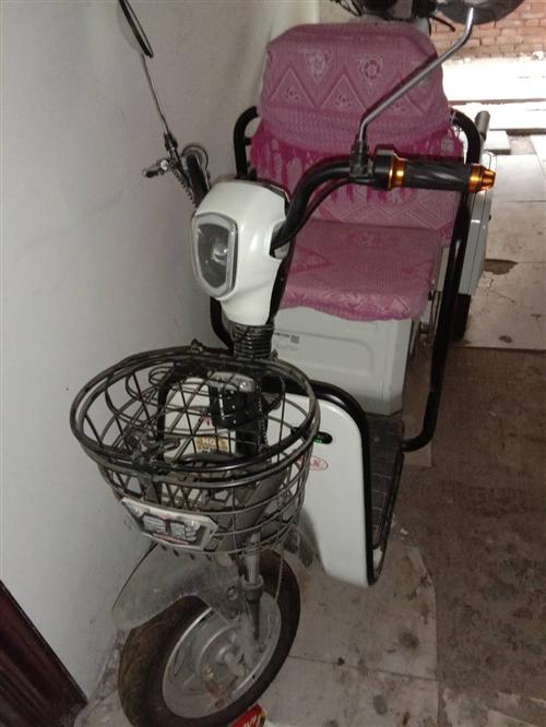 19年4月份給老人買的金彭電三輪,騎行次數不超過15次,原價3700元,有發票,因為限行低價出售