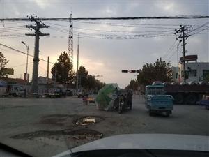 乔庄红绿灯十字路口多种违法现象,长期无人管理