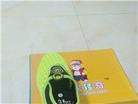還有一批鞋沒賣完的便宜處理,有需要的聯系我15107928994