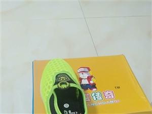 还有一批鞋没卖完的便宜处理,有需要的联系我15107928994