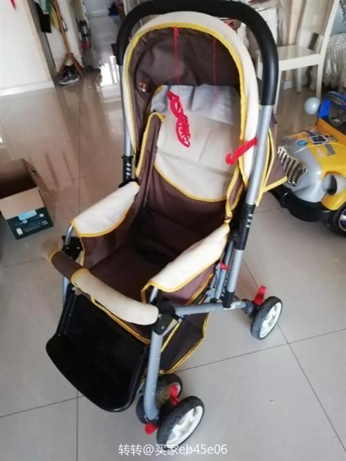 宝宝推车,可躺可坐可折叠,八成新左右,孩子大了用不上,转给需要的人,挺轻便的,100元出
