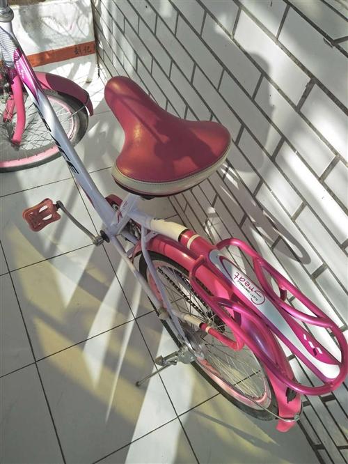 自行車出售新的,學生上學去了。
