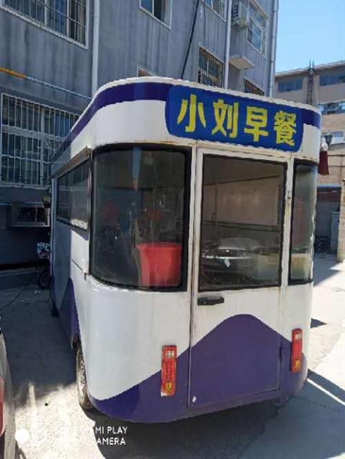 餐车一辆。长4.2米.宽1.7米,高2.2米。买时两万六。用了一年多,现在不用了,低价转让。
