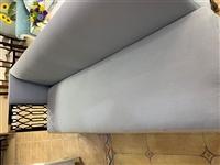 9.9成新的3米沙發,一共兩個,質量很好,現在特價出售,500元一個,