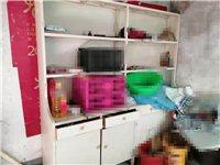 有一組全新中藥實木藥櫥,可以入100多味藥,另有一組實木西藥藥柜,寬2.0米高2.2米.價格優惠。有...