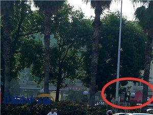 交通信号灯位置设置不合理