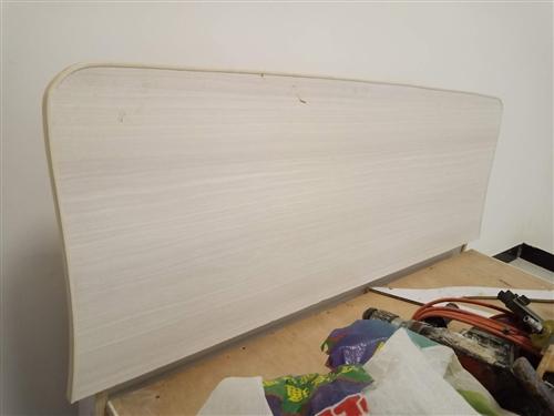 装修时打的床1.2x2 米高60,买的芒果树木板一张一百八,打的用了四张板材,便宜卖只收个板子价格,...