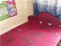 自己家用的床,2米×1.8米,兩塊拼接在一起的,現在便宜賣,得自己來拉