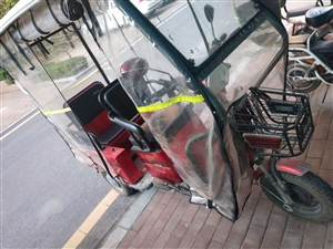 出售老年電工三輪,19年6月份新買的,只接送孩子用,現在3000元加車棚出售。沒有任何維修過,車身9...