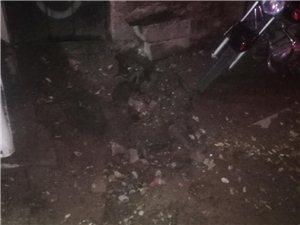 火车站东改的下水道路面塌陷