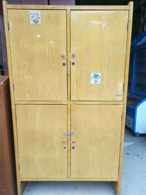 私人收一個這種小衣柜,價格面議,電聯