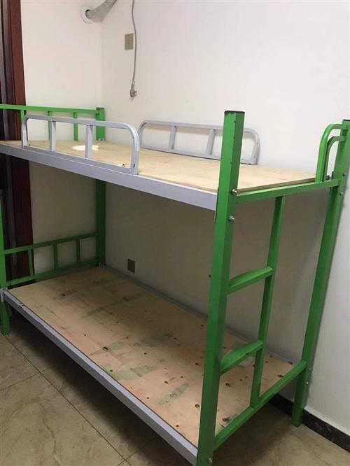 因午托班轉讓,9月份買的上下鋪。 綠色兒童床,0.8*1.8      6張 灰色成人床,0.9...