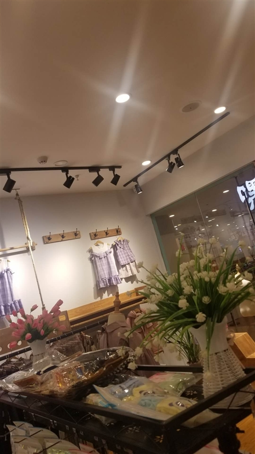 服裝店設備轉讓。超低價處理。