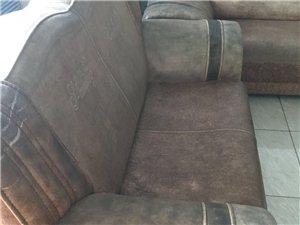 免費贈送一套二手舊沙發