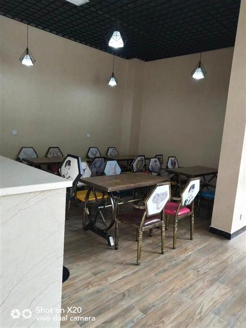 餐厅已转让,有一批二手物品出售。有格力风管机,展示柜,制冰机,消毒柜,电开水器,桌椅等。低价出售。