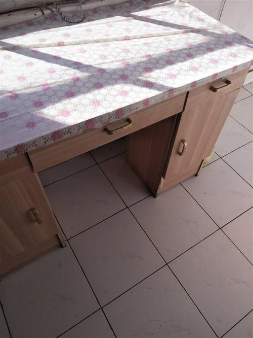 大衣柜,桌子出售