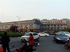 二位老人�T��榆�在香港路�c常州路口被一�I�撞的不�p