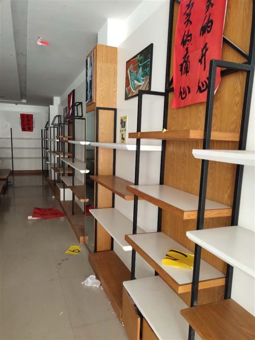 中南鞋城轉讓,貨架全部處理,9成新,鞋架31組,展架6組,有需要的電話聯系