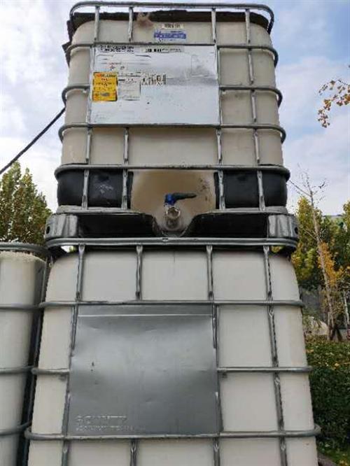 处理八成新吨桶用过一次,共八个低价出售,仅限博兴周边,需自提