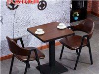 休闲桌椅总共两套,一套包括两个椅子一张桌子,实物图和图片上一样?一套245元。