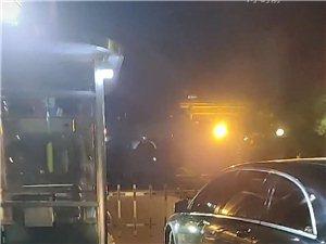 博兴天元上东城业主只能把车放到门外走进小区