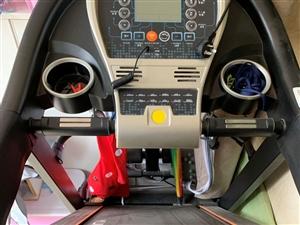 出售二手自用跑步机一台,9成新,价格1000元,国际华城自提